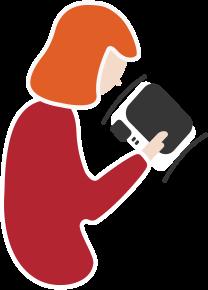 Femme regardant son téléphone - Woman looking at her phone